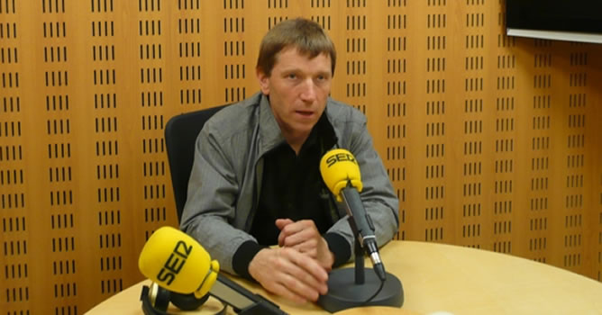 Rufi Etxeberria, en Radio San Sebastián, durante la entrevista en 'Hora 25'