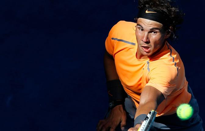 Rafa Nadal devuelve una bola en el Masters 1000 de Madrid