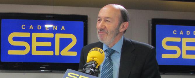 El líder del PSOE, Alfredo Pérez Rubalcaba, en la SER