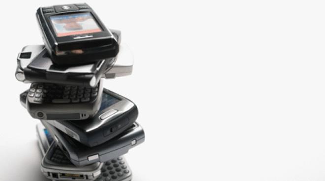 """El acuerdo establece precios máximos más bajos durante los próximos tres años, así como la posibilidad de contratar, desde el 1 de julio de 2014, servicios """"roaming"""" por separado"""