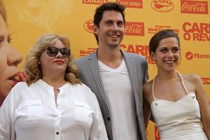 Carmina Barrios, Paco León y María León durante la presentación hoy de la premiada ópera prima del actor, director y productor, 'Carmina o revienta'.