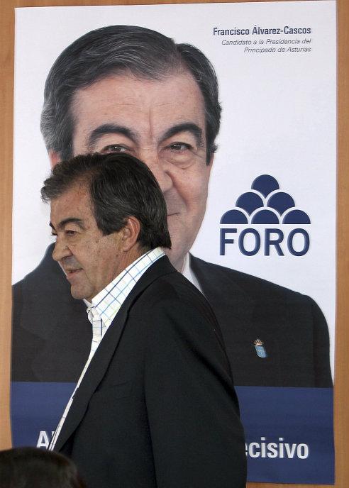 El presidente de Foro, Francisco Álvarez-Cascos, en la rueda de prensa tras una reunión de la comisión directiva del partido. EFE/ J.L.Cereijido