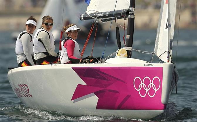 Las españolas Tamara Echegoyen, Sofía Toro y Ángela Pumariega compiten en las pruebas del Match Race-Elliott 6