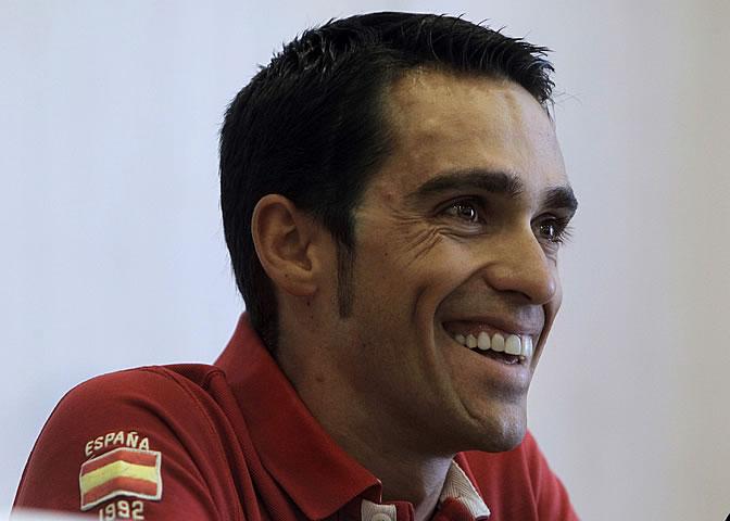 Alberto Contador sonríe durante una rueda de prensa
