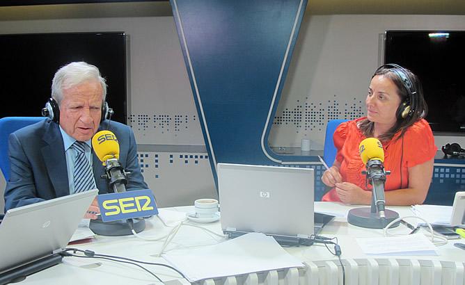 El presidente del Tribunal Constitucional, Pascual Sala, durante la entrevista en 'Hoy por Hoy' con Pepa Bueno