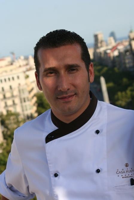 El chef del restaurante Galaxó, en la terraza del Hotel Casa Fuster de Barcelona.