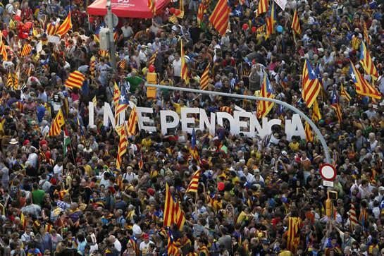 FOTOGALERIA: Miles de catalanes participan en el centro de Barcelona en la manifestación independentista