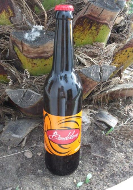 Botella de la nueva cerveza de mosto, elaborada en Valdepeñas.