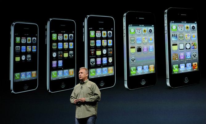 Phill Schiller, vicepresidente de márketing mundial de productos de Apple, habla durante la presentación
