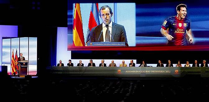 Sandro Rosell, durante su intervención en la asamblea de compromisarios del Barcelona