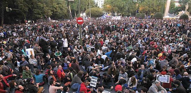 Cientos de manifestantes han vuelto por segundo día consecutivo a las inmediaciones del Congreso