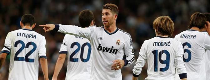 Ramos da indicaciones durante el partido ante el Deportivo