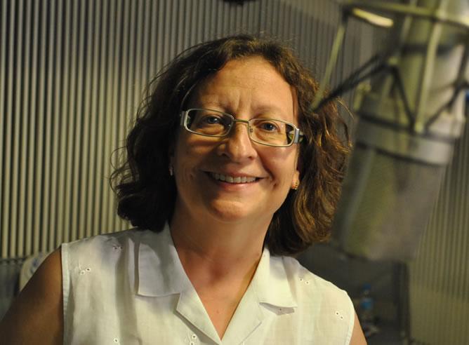 Ángeles Afuera, responsable del departamento de Documentación de la Cadena SER, ha sido premiada con la Antena de Oro