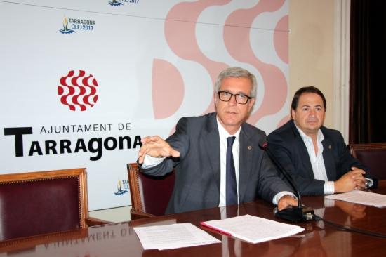 L'alcalde de Tarragona, Josep Fèlix Ballesteros, acompanyat del tinent d'alcalde d'Economia i Hisenda, Pau Pérez.