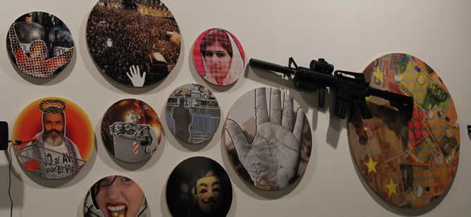 el matadero de madrid acoge las obras de la feria de arte que cumple su aniversario con un la fotografa