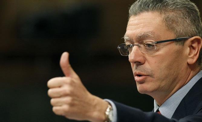 El ministro de Justicia, Alberto Ruiz Gallardón, durante su intervención en la sesión de control al Gobierno