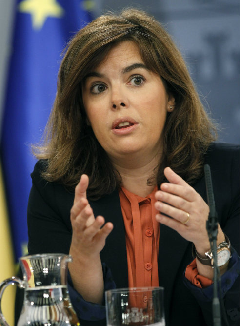 La vicepresidenta del Gobierno, Soraya Sáenz de Santamaría, durante la rueda de prensa posterior a la reunión del Consejo de Ministros que ha aprobado un decreto por el que se reducirán los coches oficiales de la Administración Central del Estado
