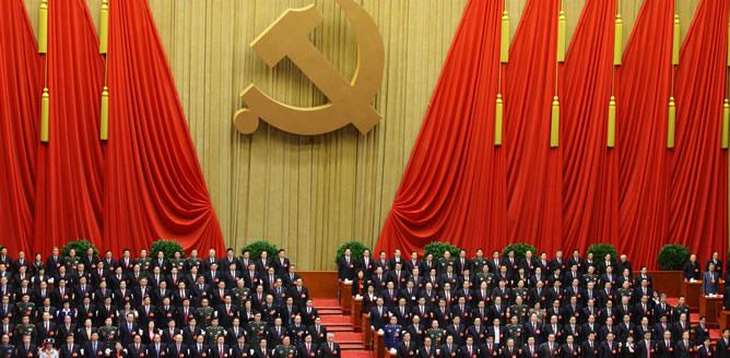Asistentes a la inauguración del décimo octavo Congreso Nacional de la Partido Comunista de China en el Gran Palacio del Pueblo en Beijing.