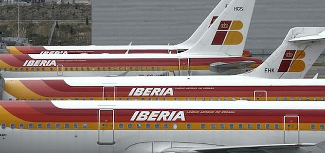 Flota de aviones de la aerolínea Iberia, que ha anunciado un recorte de plantilla que afectará a 4.500 trabajadores