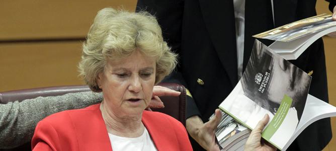 La Defensora del Pueblo, Soledad Becerril, durante la Comisión Mixta Congreso-Senado del informe de gestión de la institución de 2011, cuando recibió más de 24.000 quejas, en su mayoría relacionadas con los efectos de la crisis.