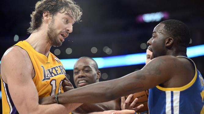 Los Lakers reaccionan y la afición pide a Phil Jackson