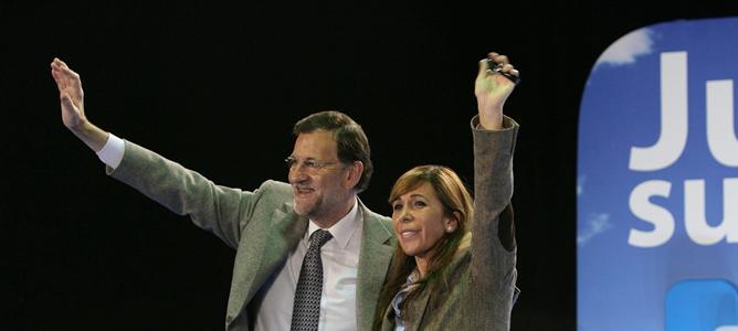 El presidente del Gobierno y del PP, Mariano Rajoy, junto a la candidata del PPC a la Generalitat, Alicia Sánchez-Camacho, durante el acto electoral que ha protagonizado en Tarragona con motivo de las elecciones del 25N.