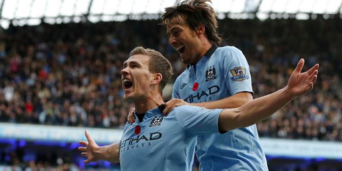 Silva celebra con Dzeko el gol de éste a tres minutos del final