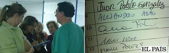 La alcaldesa de Madrid ha estampado su firma en las hojas que tienen repartidas los trabajadores por el centro para evitar que se convierta en un hospital para mayores de 75 años