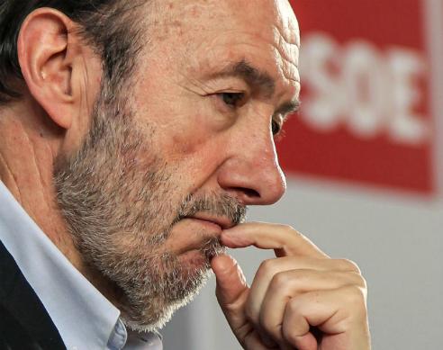 Alfredo Pérez Rubalcaba comunica a los barones del PSOE que el Comite Federal se celebrará el 15 de diciembre