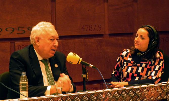 José Manuel García-margallo, ministro de Astuntos Exteriores, ha sido entrevistado por Pepa Bueno durante el programa especial que 'Hoy por Hoy' realiza desde el Colegio de Arquitectos de Cádiz con motivo de la XXII Cumbre Iberoamericana