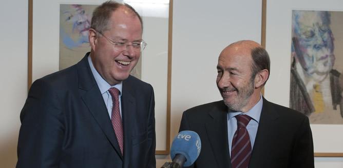 El secretario general del PSOE, Alfredo Pérez Rubalcaba, se ha reunido este miércoles con el candidato del SPD a la cancillería, Peer Steinbrück, en Berlín
