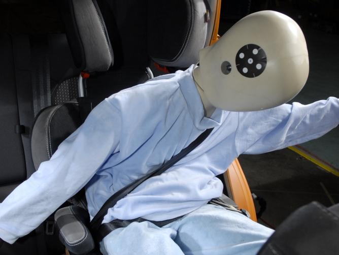 El 36 % dels nens que viatgen en cotxe ho fan en una cadireta mal instal·lada o mal cordats