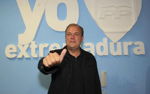 El presidente de Extremadura, José Antonio Monago, ha anunciado que los empleados públicos de su comunidad cobrarán la paga extra de Navidad