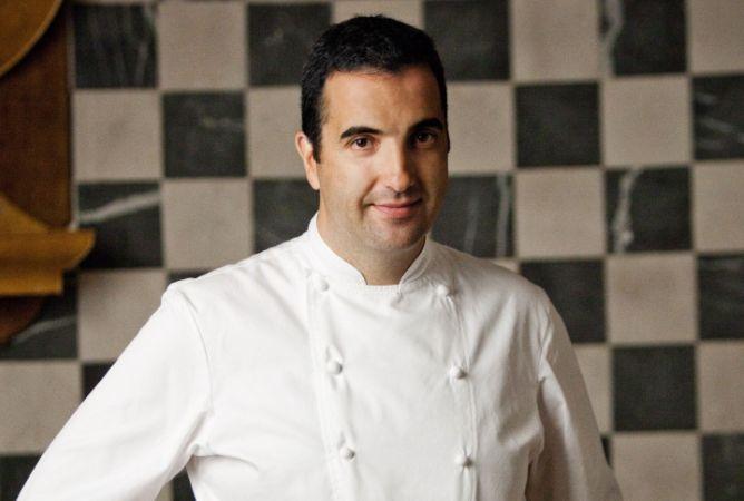 Óscar Velasco es el jefe de cocina del restaurante Santceloni (Madrid), reconocido con estrellas Michelin por la edición 2012 de la célebre 'Guía Roja'.