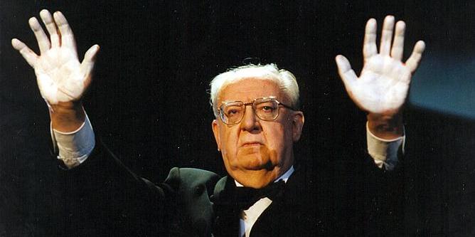 Así protestaba José Luis Borau en los premios Goya de 1998 contra ETA