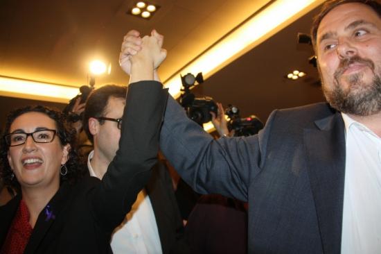 Oriol Junqueras i Marta Rovira celebrant els resultats electorals