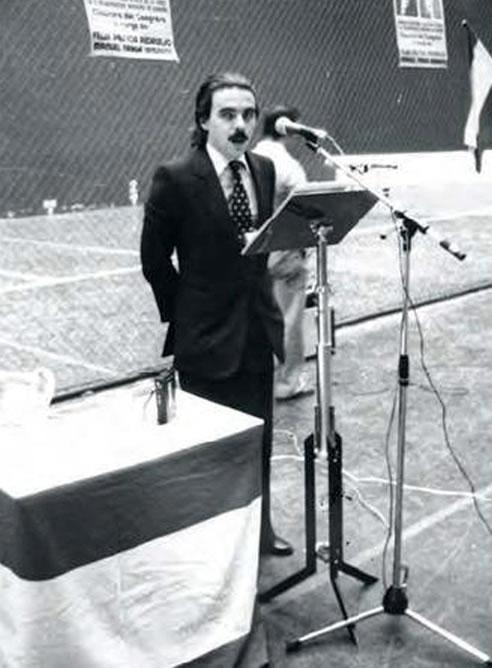 Fotografía facilitada por la editorial Plantea del expresidente del Gobierno José María Aznar, durante su primer mitin político que tuvo lugar en el polideportivo Las Gaunas de Logroño, por entonces era secretario general de Alianza Popular en La Rioja