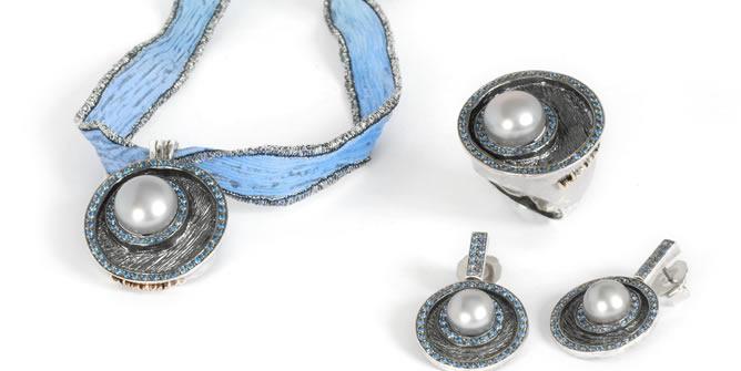 Conjunto de collar, anillo y pendientes de Labruixeta