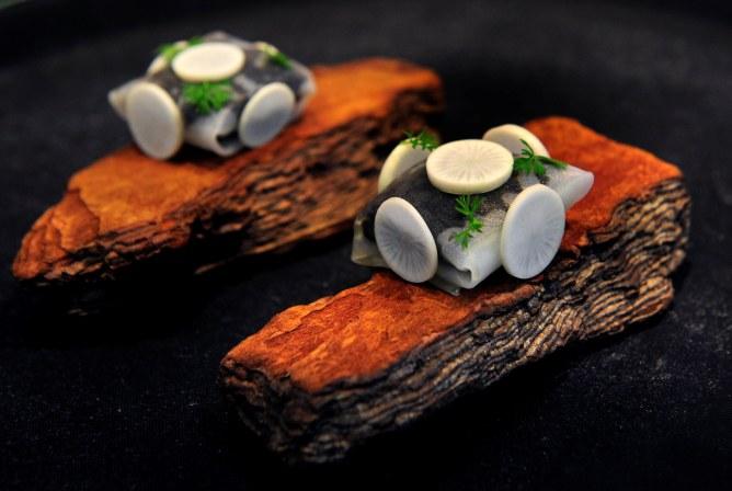El murciano Paco Morales ha mostrado algunas de sus creaciones en el congreso Murcia Gastronómica.