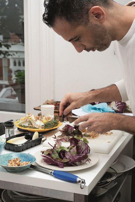 El cocinero Yotam Ottolenghi no es vegetariano pero sí practica ese tipo de cocina.