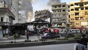 Imagen distribuida por la agencia de noticias siria SANA que muestra el escenario de un ataque con coche bomba en Jaramana, de mayoría drusa, en Damasco, Siria.