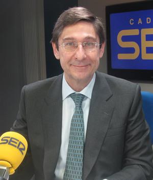 El presidente de Bankia, José Ignacio Goirigolzarri, ha asegurado en 'Hoy por Hoy' que la UE obliga a redimensionar la entidad más allá de lo previsto pero ha destacado que ''la alternativa es mucho peor''