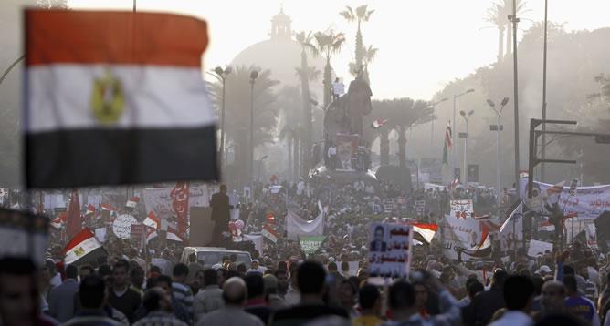 Manifestación en apoyo del presidente egipcio el mismo día que ha convocado para el 15 de diciembre un referéndum sobre la nueva Constitución.