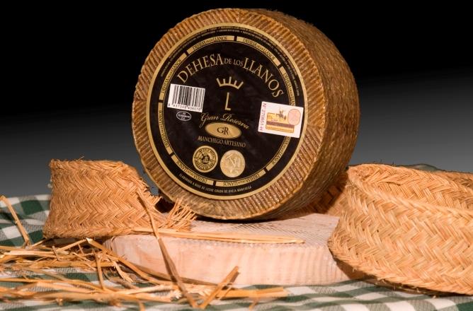 El queso manchego Gran Reserva, de Dehesa de los Llanos, en Albacete, ha sido elegido Mejor Queso del Mundo en el prestigioso concurso 'World Cheese Awards'.