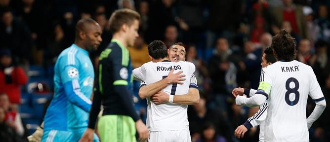 El portugués celebra su tanto con el delantero francés