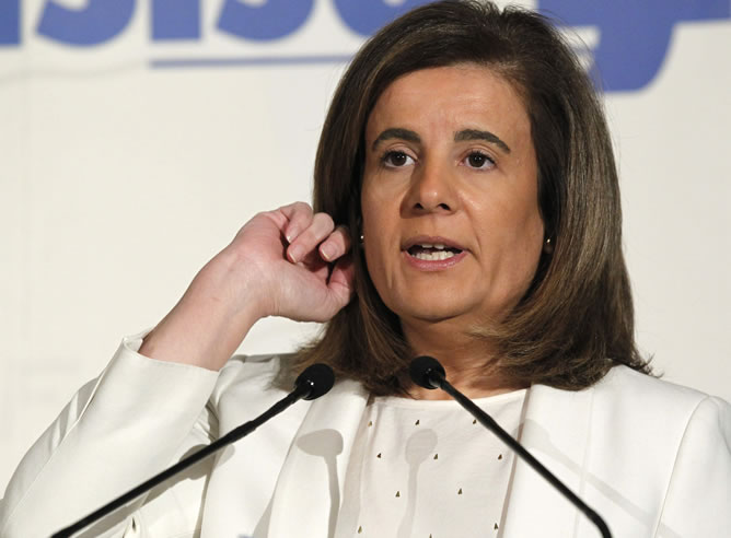 La ministra de Empleo, Fátima Báñez, durante la presentación del comisario europeo de Empleo, Lászlo Andor, que ha participado hoy en los desayunos informativos del Foro Nueva Economía