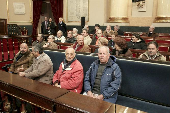 Un grupo de ciudadanos visita el senado