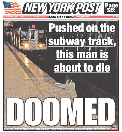 Portada del New York Post del 4 de diciembre de 2012 en la que aparece un hombre al fondo de las vías del metro que está a punto de ser arrollado por el tren