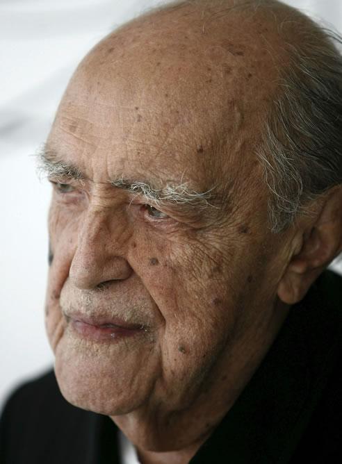 Fotografía de archivo del 14 de diciembre de 2007 que muestra al arquitecto brasileño Óscar Niemeyer en la ciudad de Rio de Janeiro