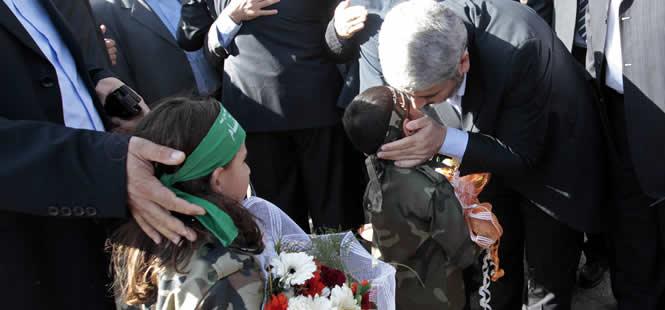 Jaled Meshal vuelve a territorio palestino tras 45 años de exilio para participar en el 25 aniversario de la formación de Hamas